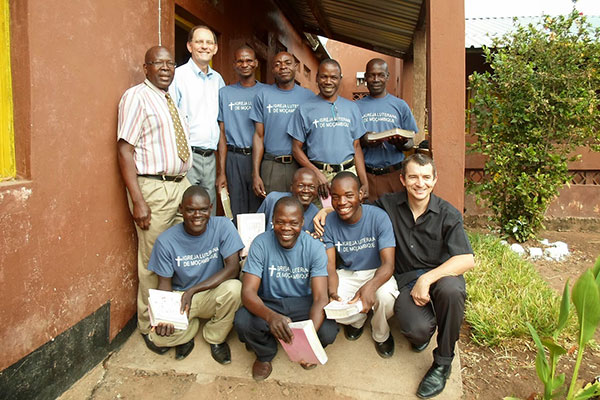 Mozambique's TEE students (all in blue shirts) pose with Kapasseni Project founder Rev. Joseph Alfazema (back row, far left) as well as TEE instructors Rev. Carlos Walter Winterle (South Africa: back-row, second-from-left) and André Plamer (Brazil: front row, far right).