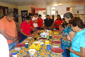 Participants gather for breakfast together.