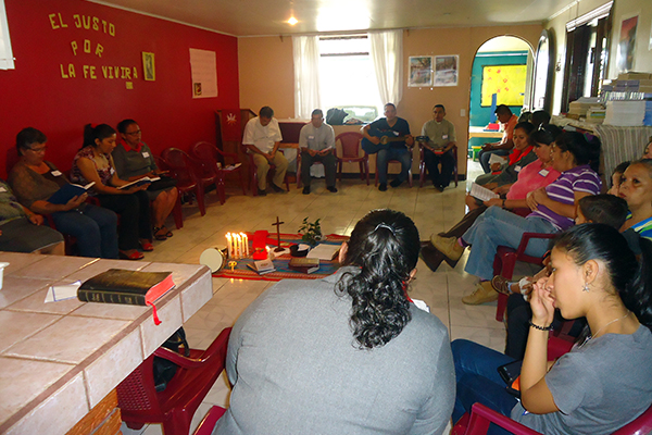 Participants at the Costa Rican retreat consider the meaning of Lutheran symbols in a morning devotion.