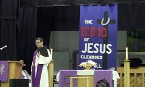 Rev. Darren Dressler served as liturgist for the opening worship service.