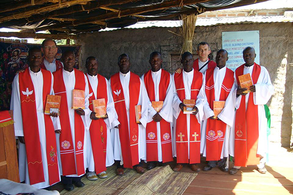 Mozambique's newly ordained pastors pose with TEE instructors Rev. Carlos Winterle (back left) and Rev. André Plamer (back right).