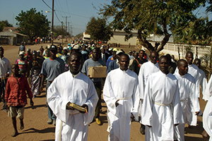 More than a thousand people march through the Vila de Sena on the way to the ordination of Mozambique's first Lutheran pastors.