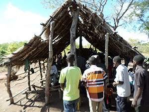 The congregation in Nhachiva assembles.